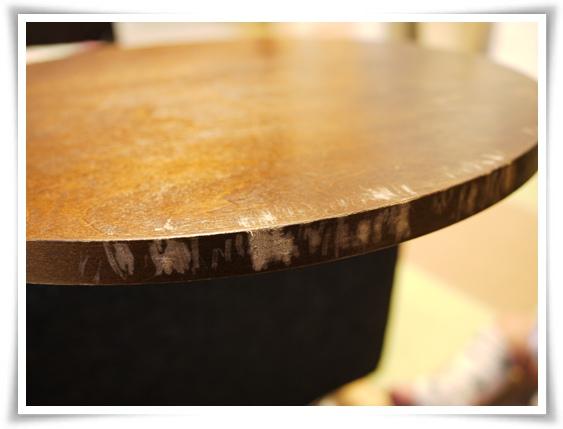 テーブルの淵.jpg